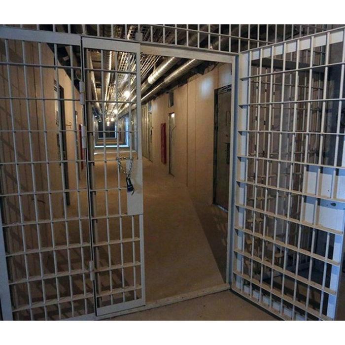 Заключенные дождались помощи